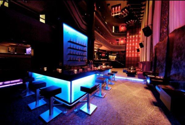 ufer 8 d sseldorf clubs und discotheken. Black Bedroom Furniture Sets. Home Design Ideas